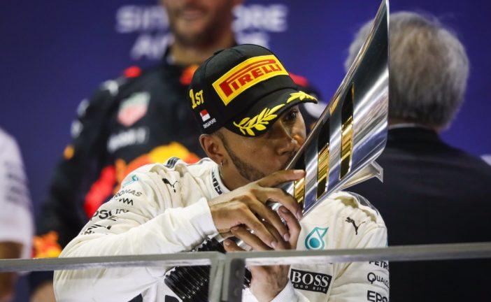 F1 – GP de Singapour : Hamilton profite d'un départ chaotique pour prendre le large. Romain Grosjean termine 9ème.