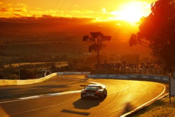 Podium and two class wins for Porsche at Mount Panorama