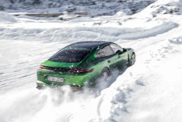 Sur la neige avec les Porsche Macan et Panamera GTS
